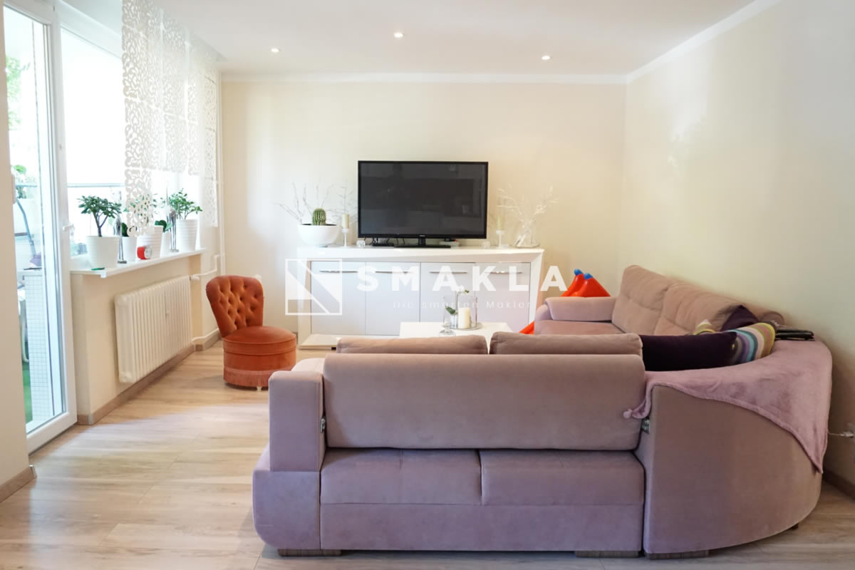 Neuwertige 2,5-Zimmer Eigentumswohnung mit Loggia